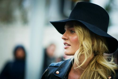 22d576673a5 How to Wear Wide-Rim and Floppy Hats This Fall