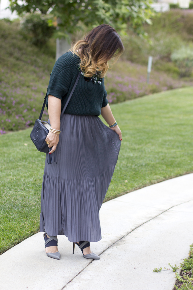 fashion-green-sweater-pleated-maxi-skirt-look
