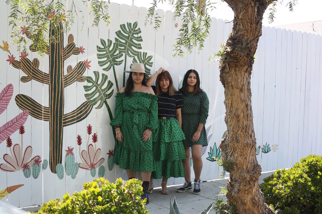 Mother daughters outfit style in Venice Beach